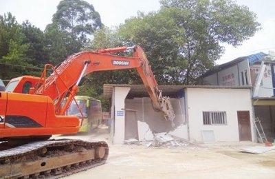 """南宁经开区组织相关部门对21栋""""大棚房""""被依法清理拆除"""