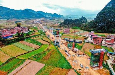 新柳南高速公路计划明年建成通车,采用双向四车道标准