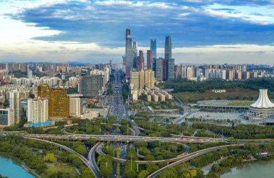 """2020年,南宁楼市""""整体向东,重点向南"""",""""一轴两带多中心""""的发展"""